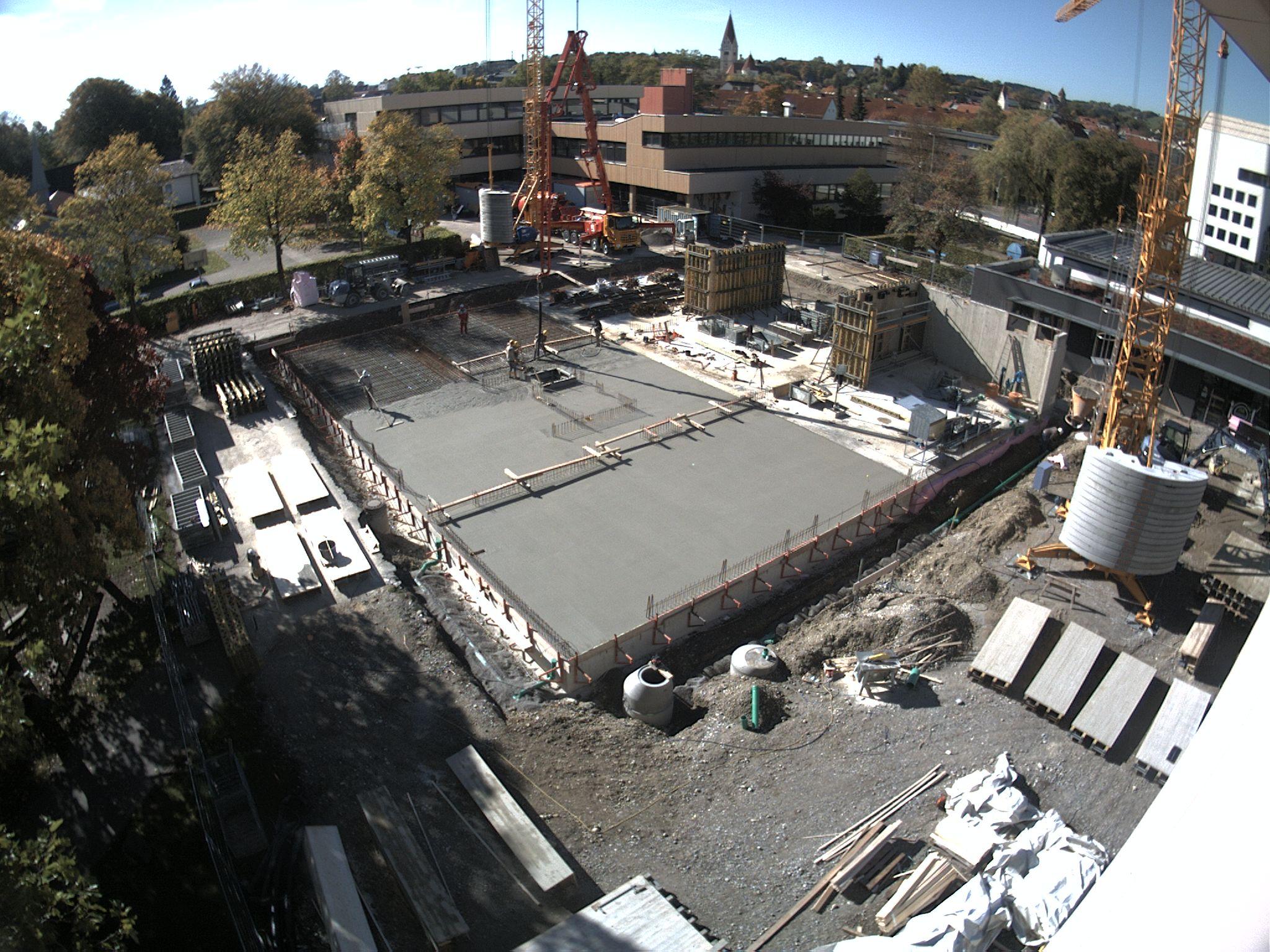 Die Arbeiten an der Bodenplatte aus der Vogelperspektive,  aufgenommen am 11. Oktober